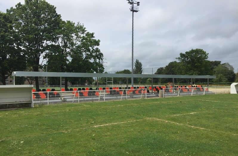 Abristade, to best accommodate your spectators at the edge of the field!