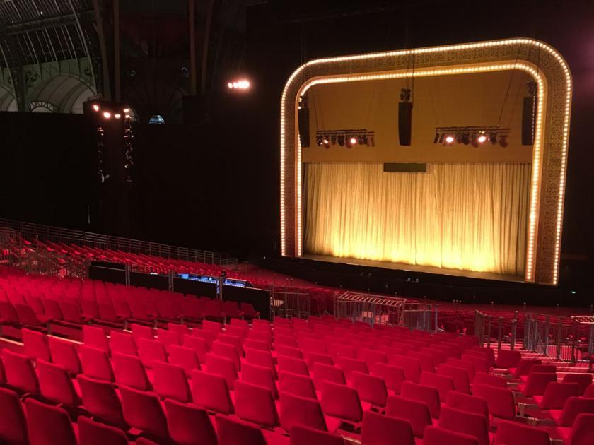 Grand Foyer Theatre Du Chatelet : Gradins modulaires au thé tre du chatelet grand palais